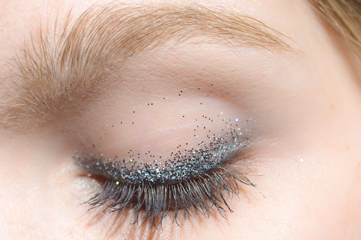BEAUTY OCCHI DI GHIACCIO Make up occhi argento sfilata No 21 eem W F14 M 002