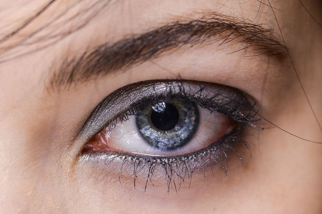 BEAUTY OCCHI DI GHIACCIO Make up occhi argento sfilata Richard Chai Love eem W F14 N 006