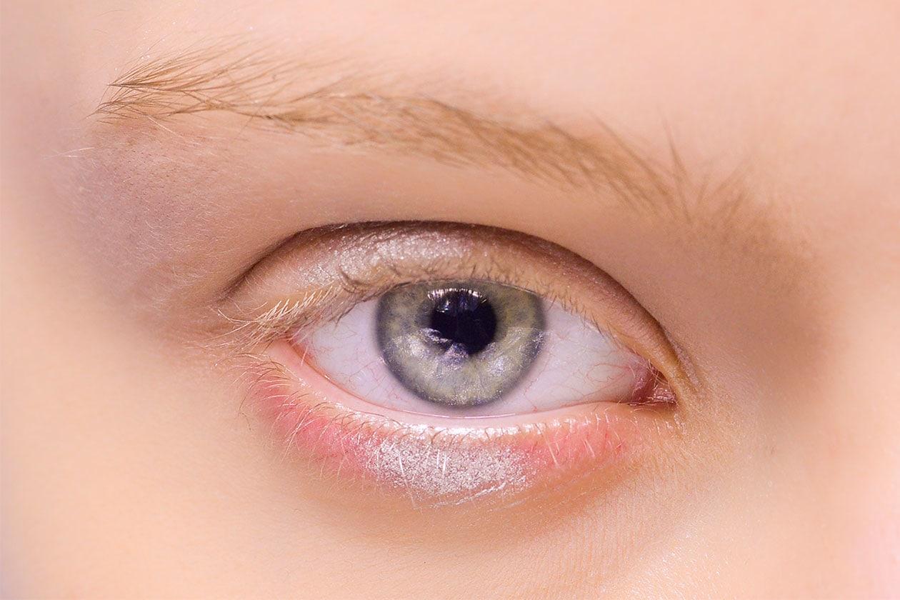 BEAUTY OCCHI DI GHIACCIO Make up occhi bianco sfilata Antonio Marras eem W F14 M 012