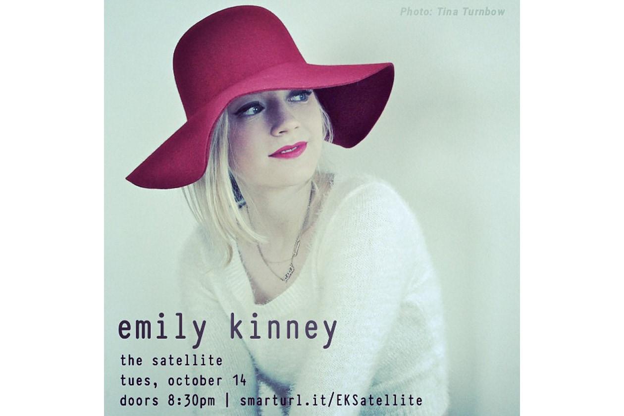 Emily Kinney beauty look: bocca delineata