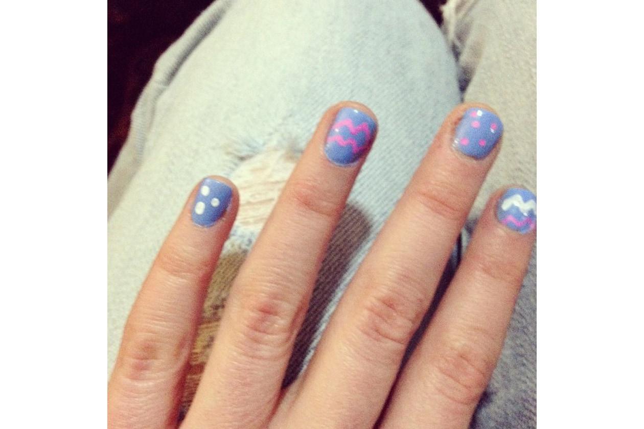 Emily Kinney beauty look: fancy nail art