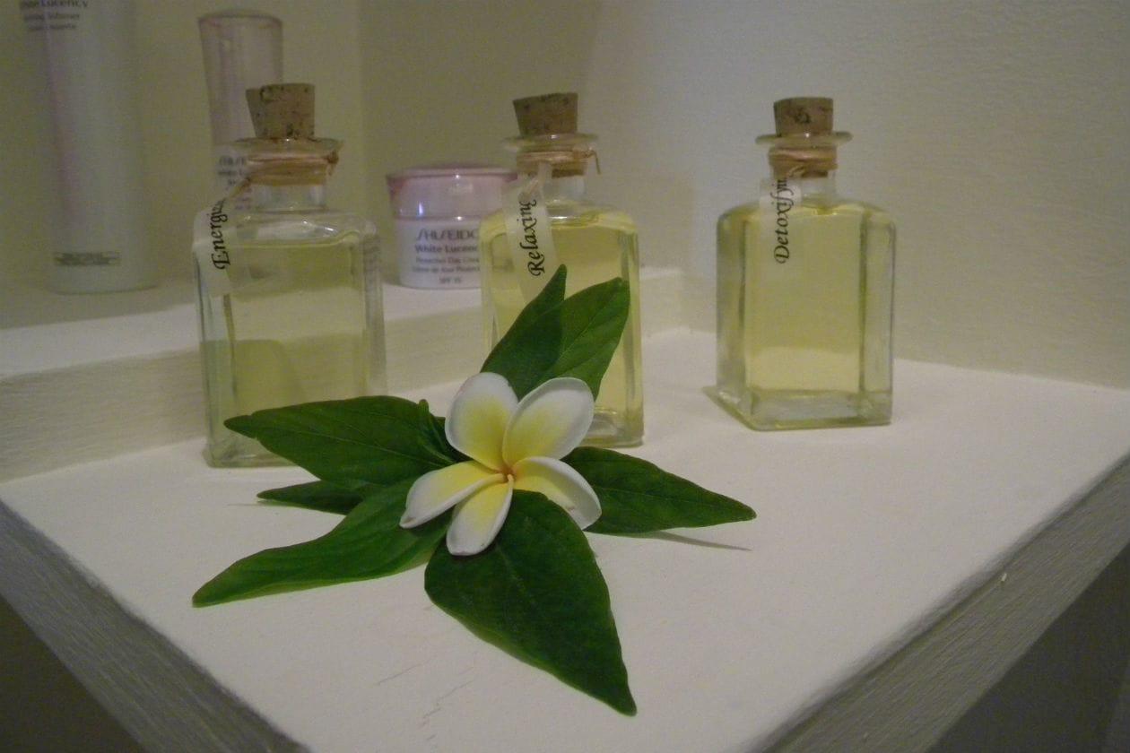 Gli oli usato per U-Spa Signature Massage sono di tre tipi e rispondono a tre esigenze diverse: rilassare, detossinare, ringiovanire