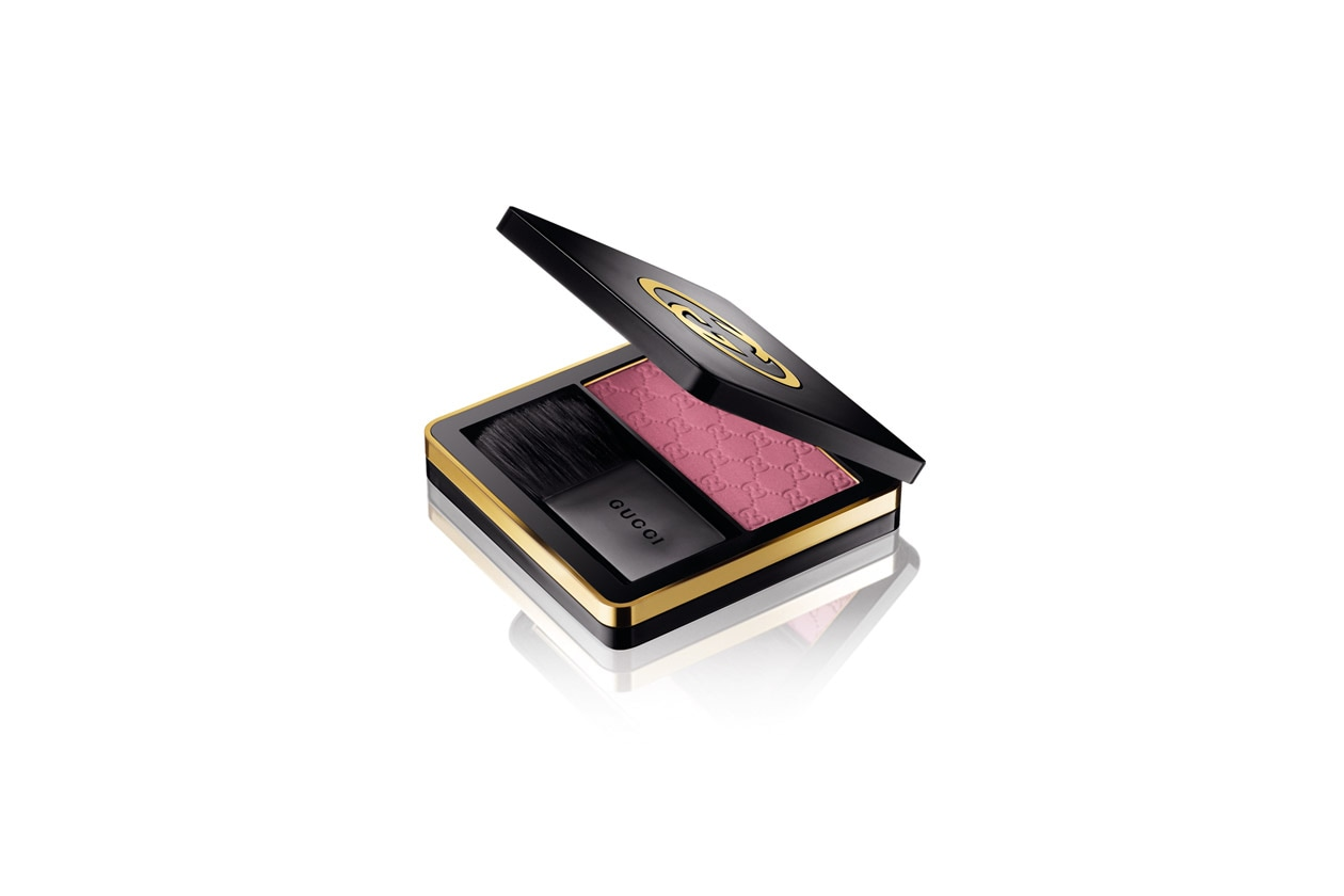 Gucci face Sheer Blushing Powder 070 Tulip Blossom