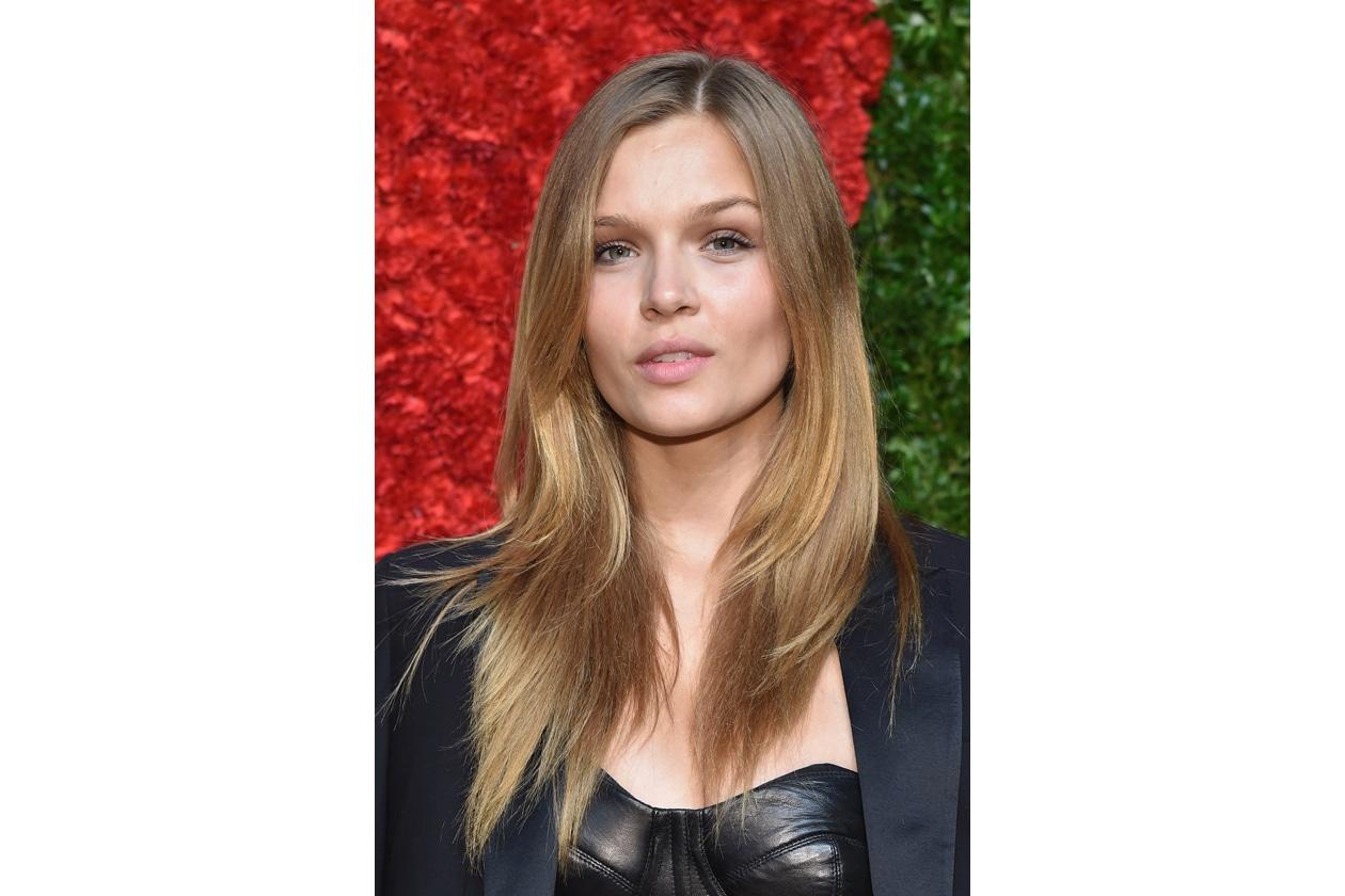 Josephine Skriver capelli: hair look luminoso
