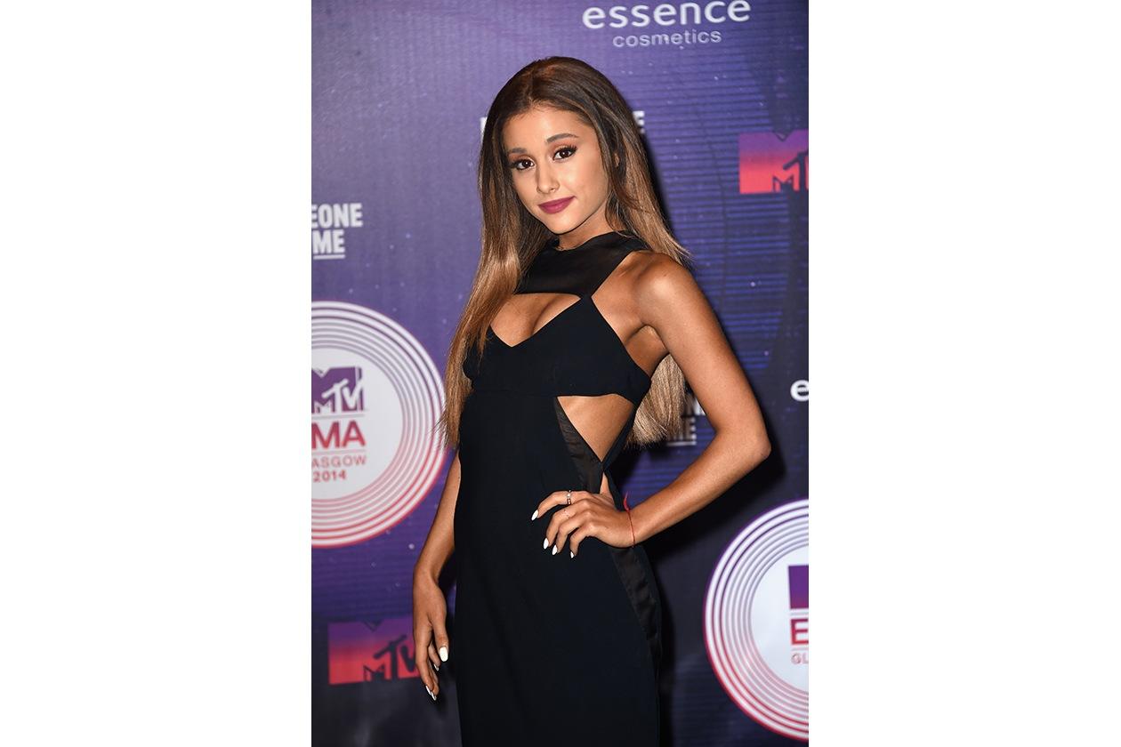 MTV EMA beauty look: Ariana Grande sguardo da cerbiatta