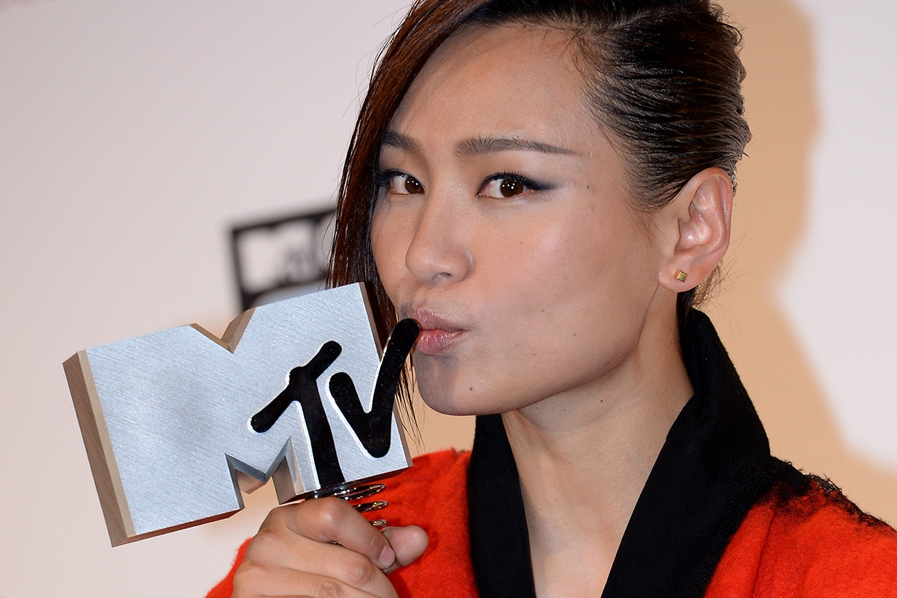 MTV EMA beauty look: Bibi Zhou eyeliner sfumato