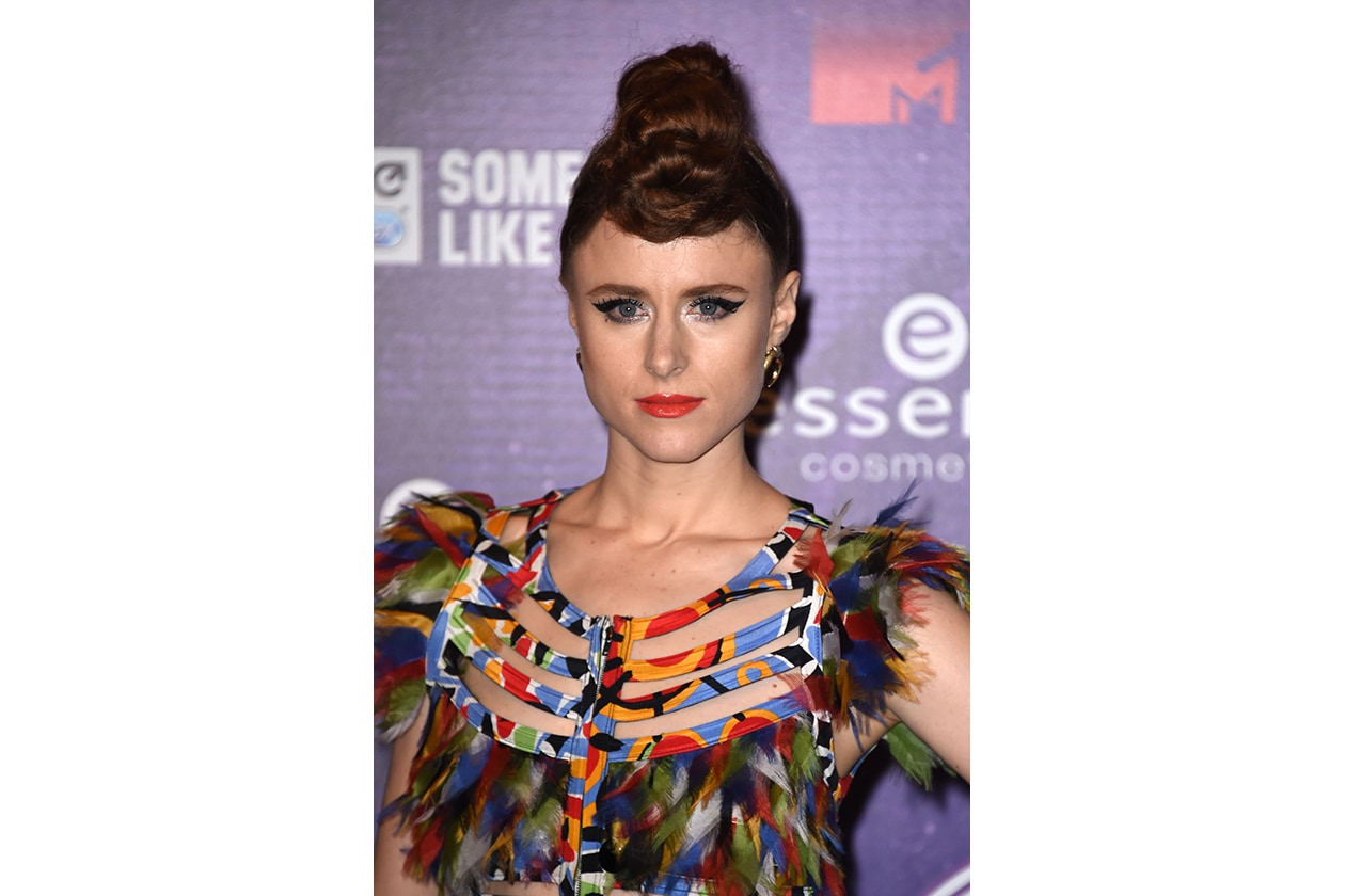 MTV EMA beauty look: Kiesza eyeliner e rossetto rosso