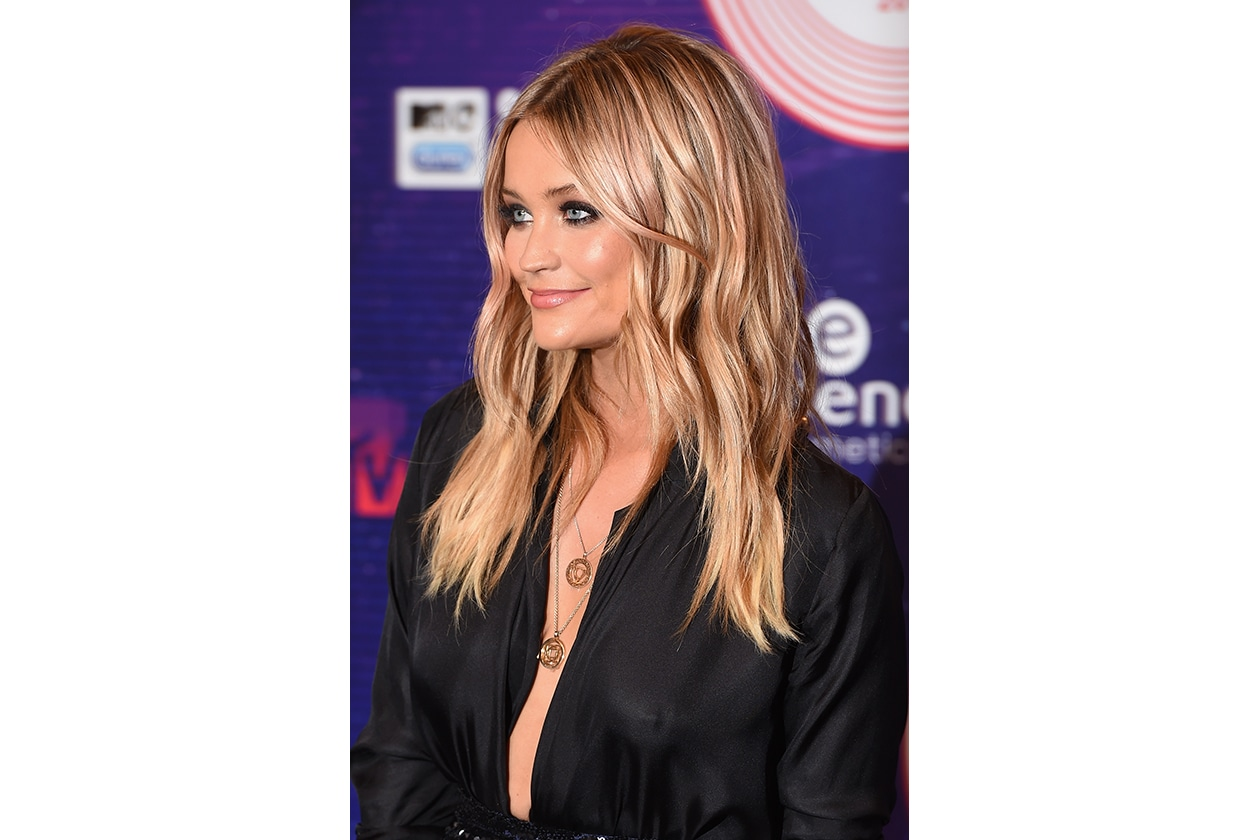 MTV EMA beauty look: Laura Whitmore smokey eyes classico