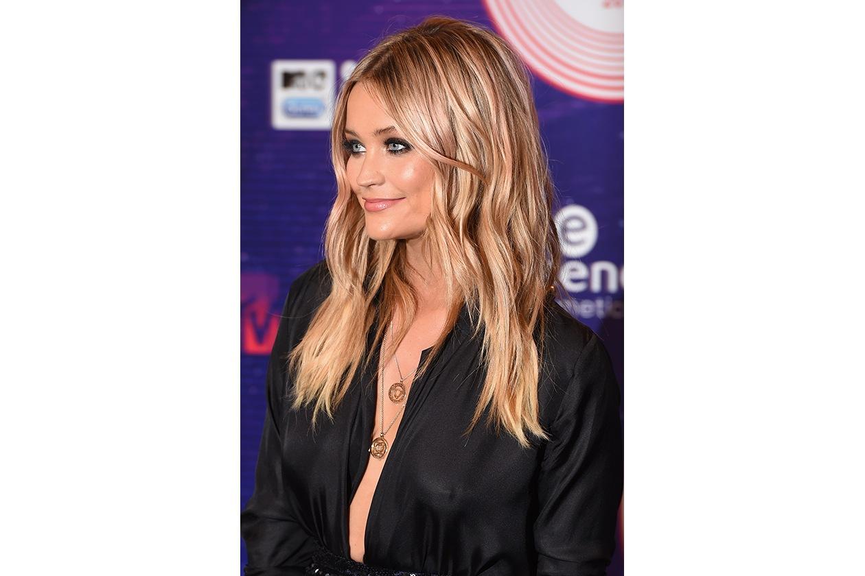 MTV EMA beauty look: Laura Whitmore smokey eyes classico