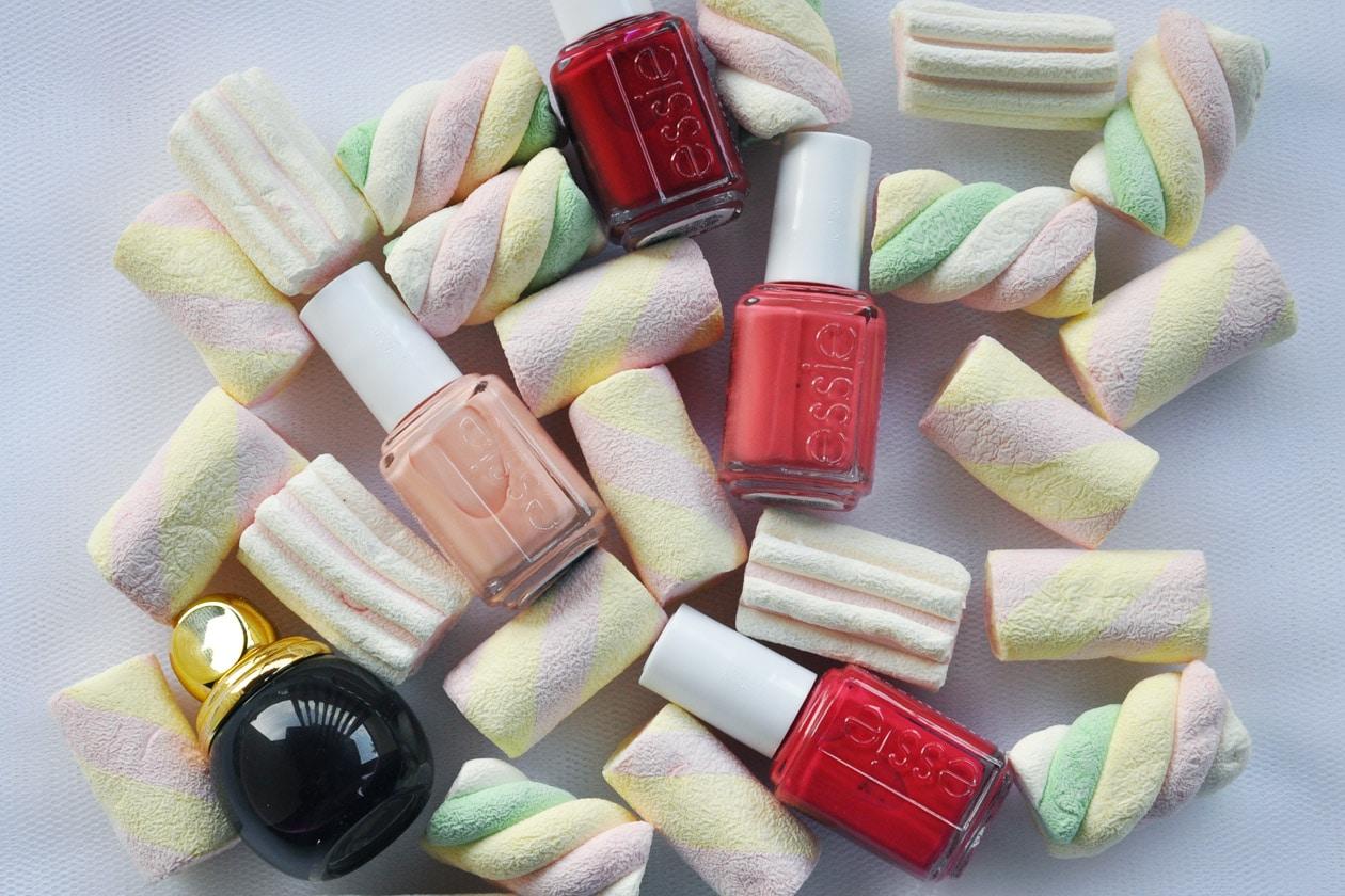 Nail Art delle Feste 2014-2015 – Caramelle e Carbone nail polish