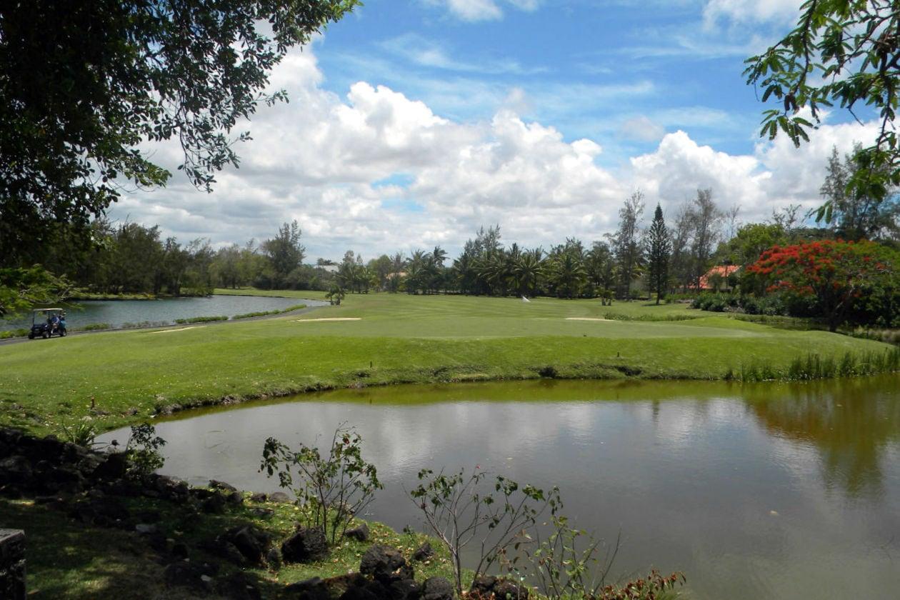 The Legend è il campo da golf 18 buche del Constance Belle Mare Plage. Affacciato sul campo sorge il ristorante Deer Hunter, il preferito dagli appassionati di golf