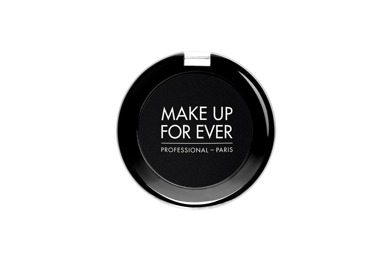 Trucco minimal e trench: Make Up For Ever Artist Shadow Black