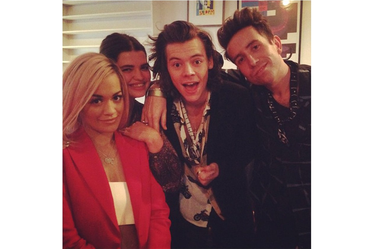 Rita Ora: «#BandAid30 Text Aid to 70060 to give 5 pounds @pixiegeldof @harrystyles @nicholasgrimshaw (Mandate un messaggio al 70060)»