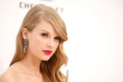 Il rosso ciliegia è la nuance preferita da Taylor Swift (2011)