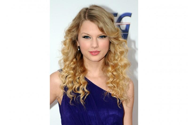 Sguardo in evidenza: la scelta migliore per occhi perfetti come quelli di Taylor (2008)