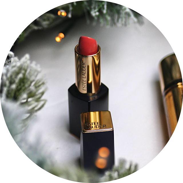 Stasera su #violetwool: Un regalo di Natale firmato @esteelauder ✨ @grazia_it #grazia #graziateam #grazia4renutriv #esteelauder #christmas #gift #wishlist #beauty #purecolorenvy #lipstick