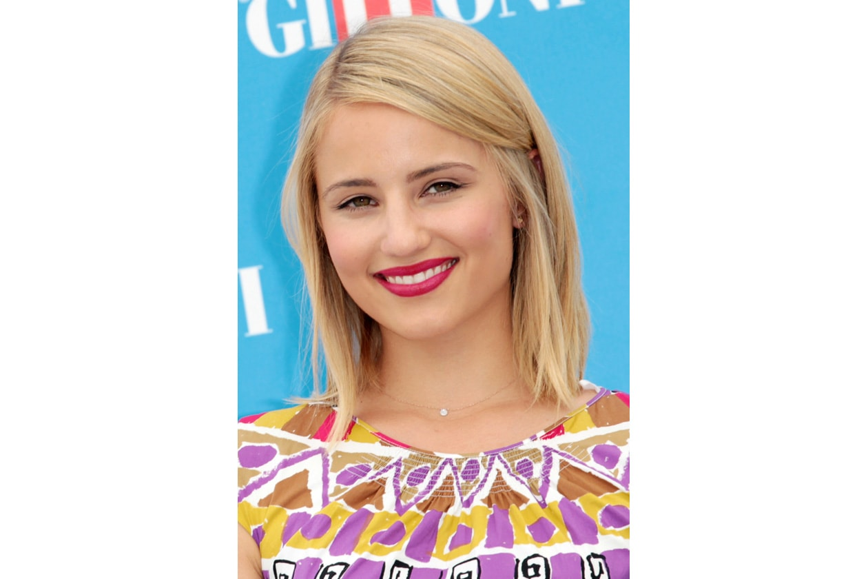 Dianna Agron beauty look: rosa acceso per le labbra