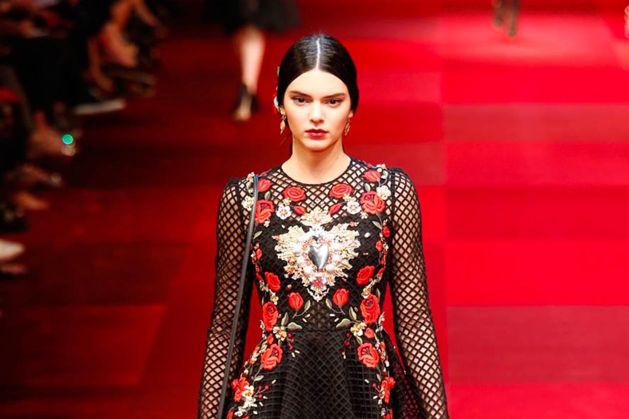 Kendall Jenner beauty look: il maquillage da sfilata