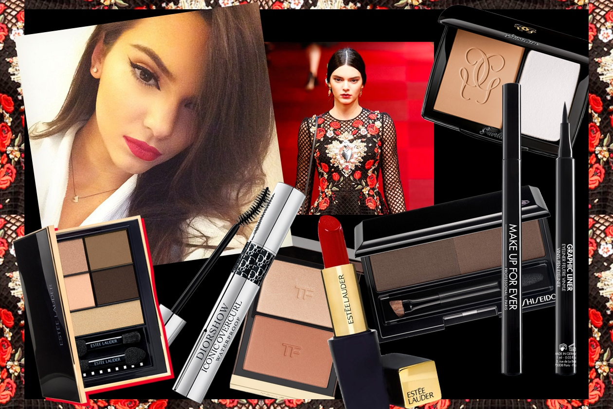 Kendall Jenner beauty look: riga di eyeliner nero e rossetto rosso
