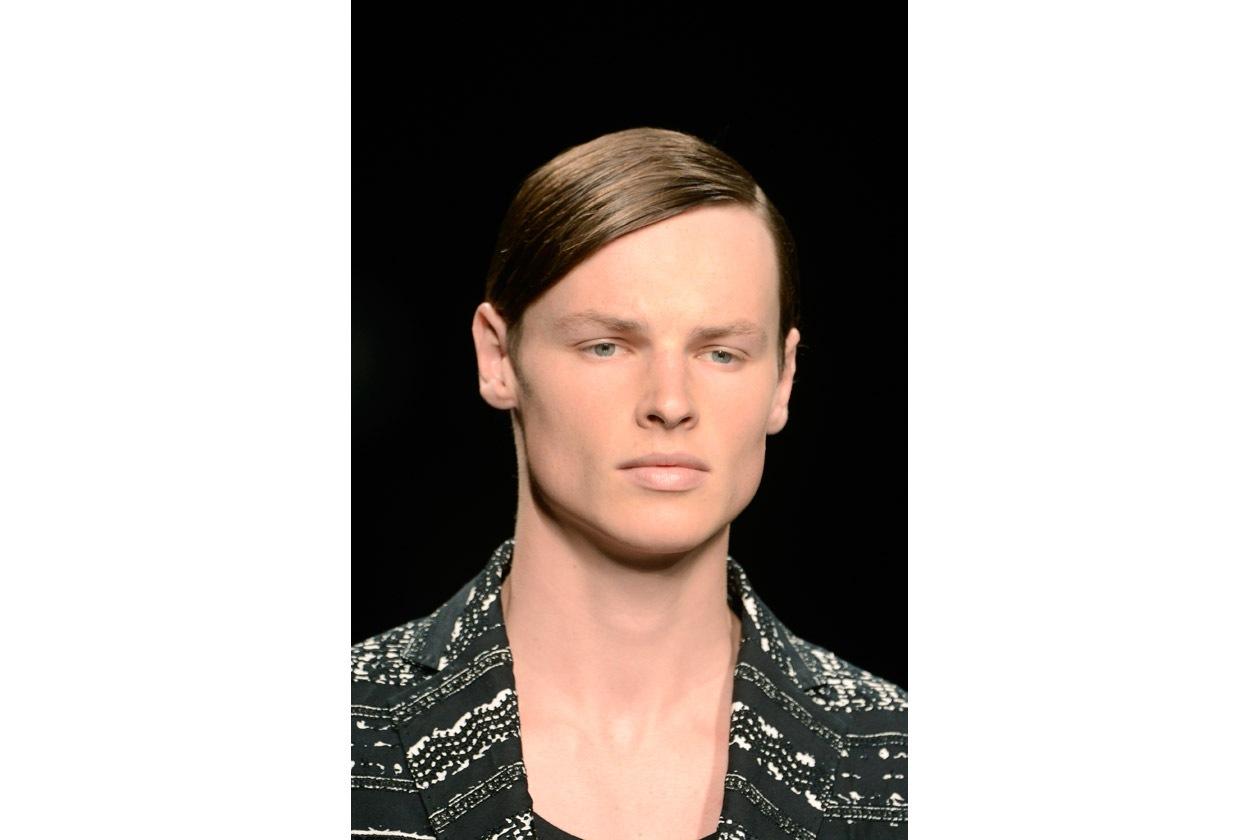 Riga laterale per un hairdo molto ordinato (Richmond)