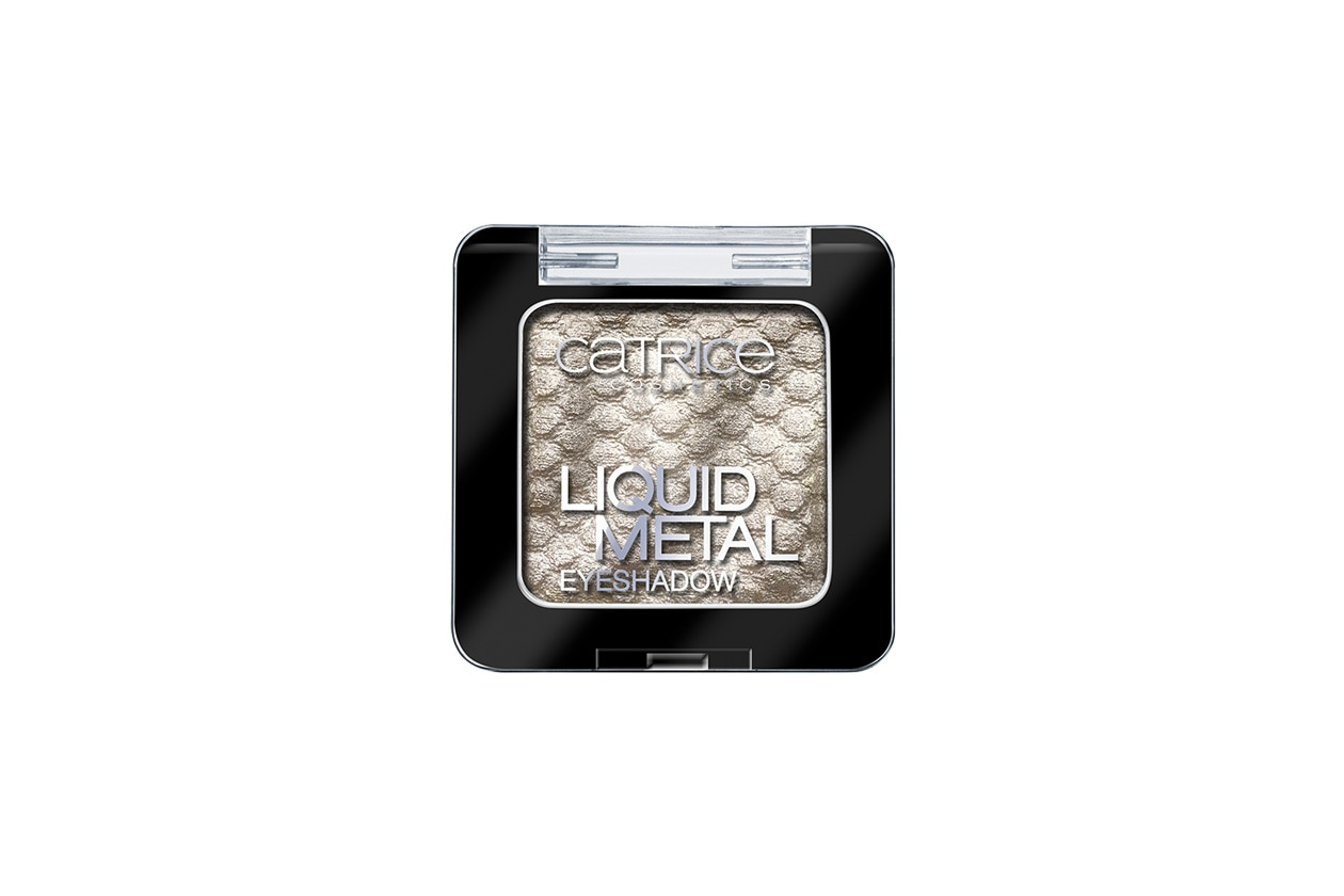 Trucco bianco e ghiaccio: Catrice Liquid Metal Eyeshadow Look Me In The Ice