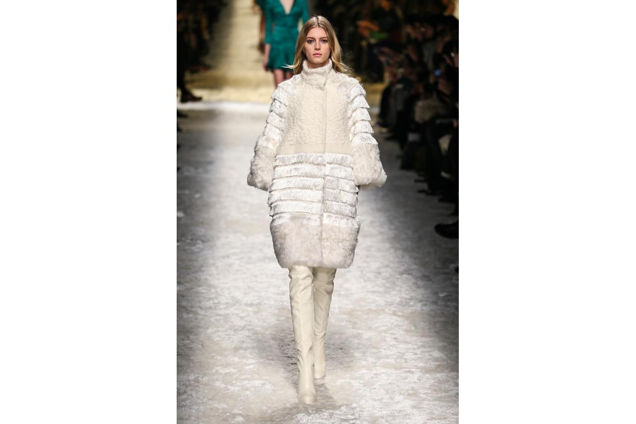 Trucco bianco e ghiaccio: regina delle nevi