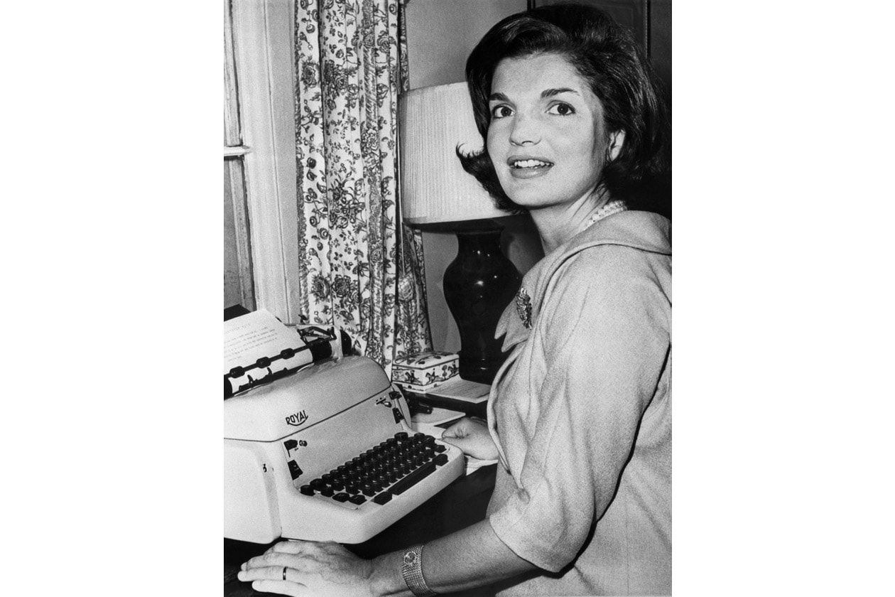 TIMELESS ELEGANCE: L'ACCONCIATURA ICONICA DI JACKIE KENNEDY