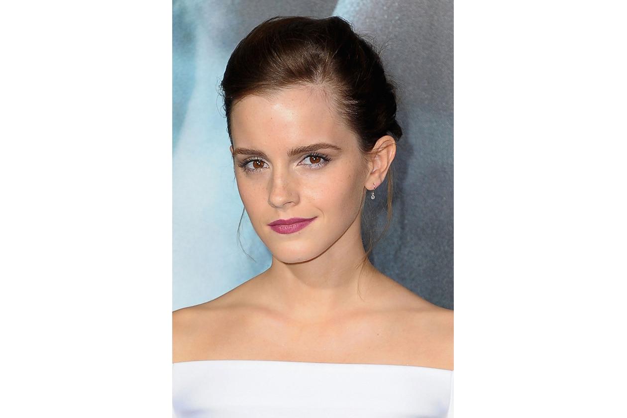Emma Watson: labbra viola e sguardo carico di luce