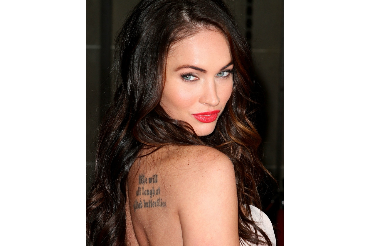megan fox tatuaggio tattoo schiena scritta
