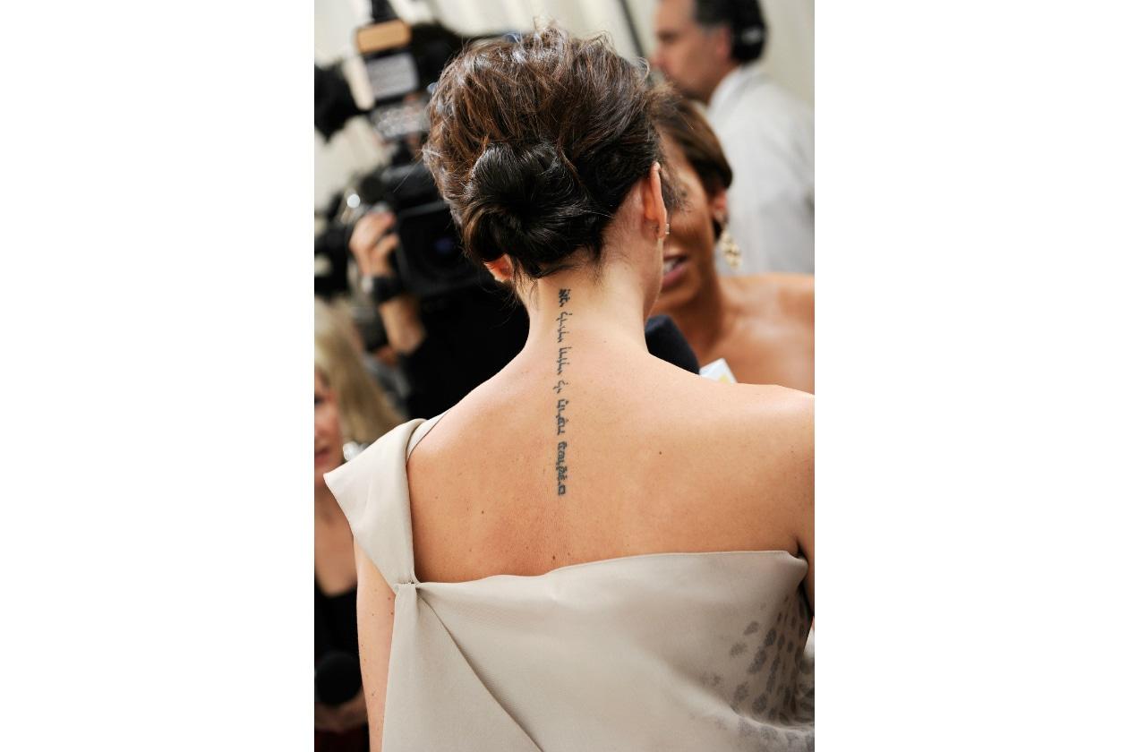 victoria beckham tatuaggio tattoo schiena verticale