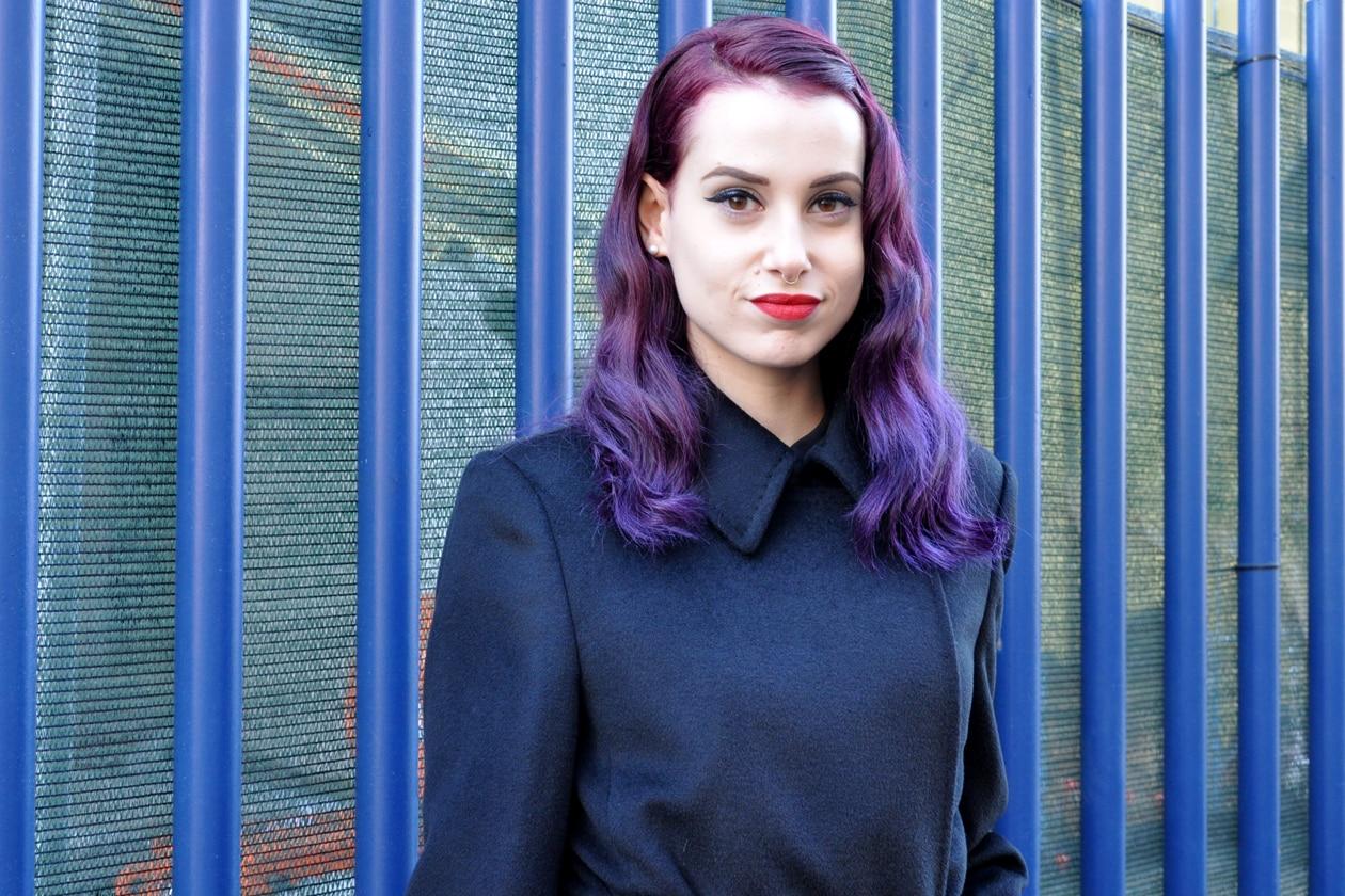 Beauty on the streets: wavy hair viola