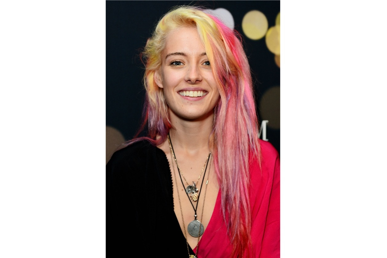 CHLOE NORGAARD: BLOND AND PINK GOES TOGETHER