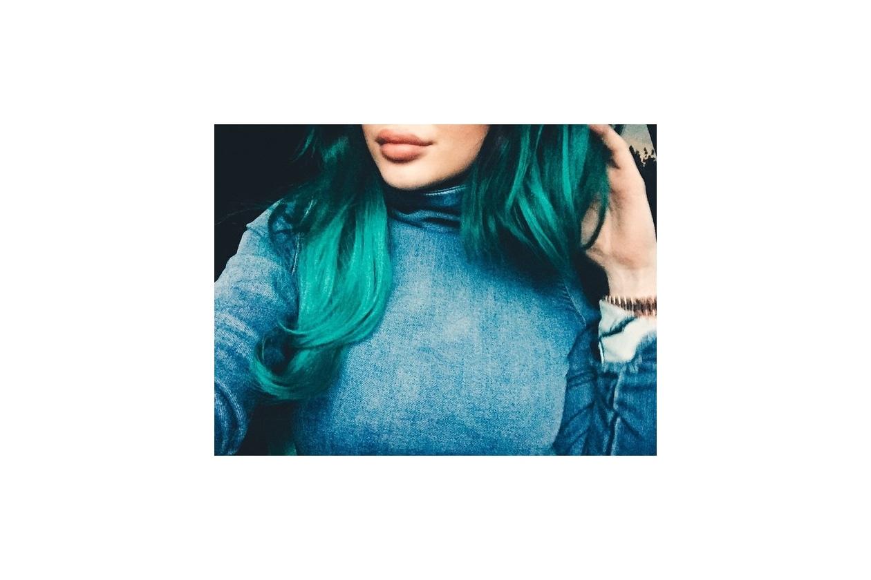 Capelli verdi delle star: chioma smeraldo per Kylie Jenner