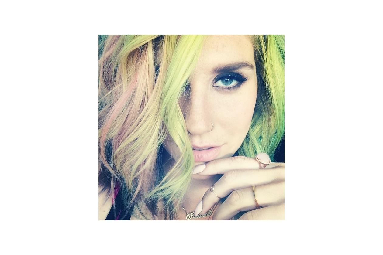 Capelli verdi delle star: la chioma multicolor di Ke$ha
