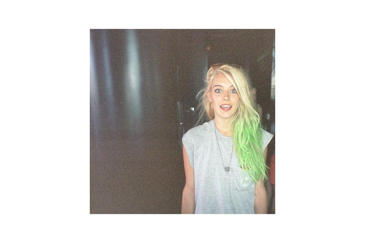 Capelli verdi delle star: tonalità fluo per Chloe Norgaard