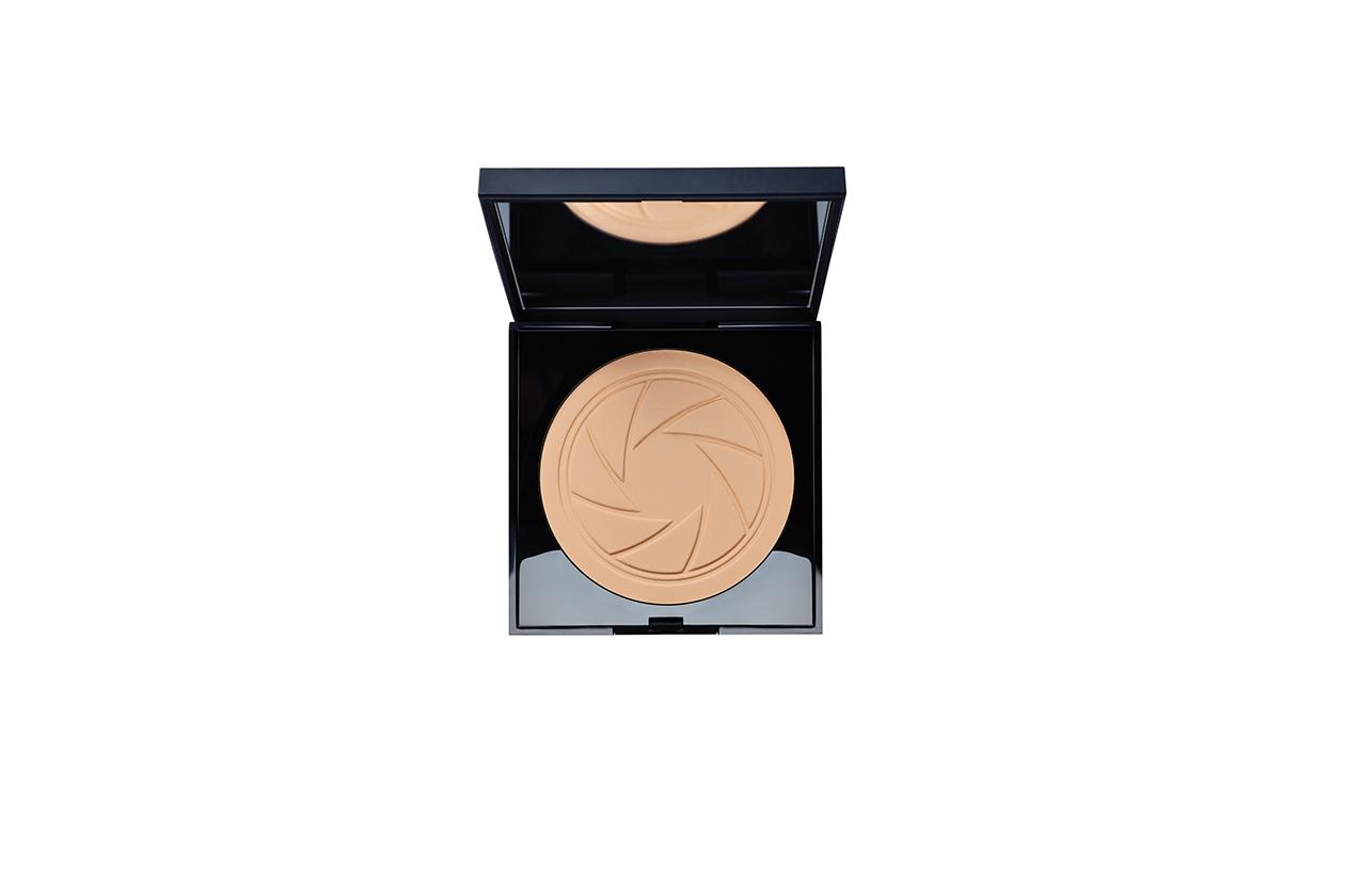 Hilary Rhoda beauty look: Smashbox Photo Filter Creamy Powder Foundation