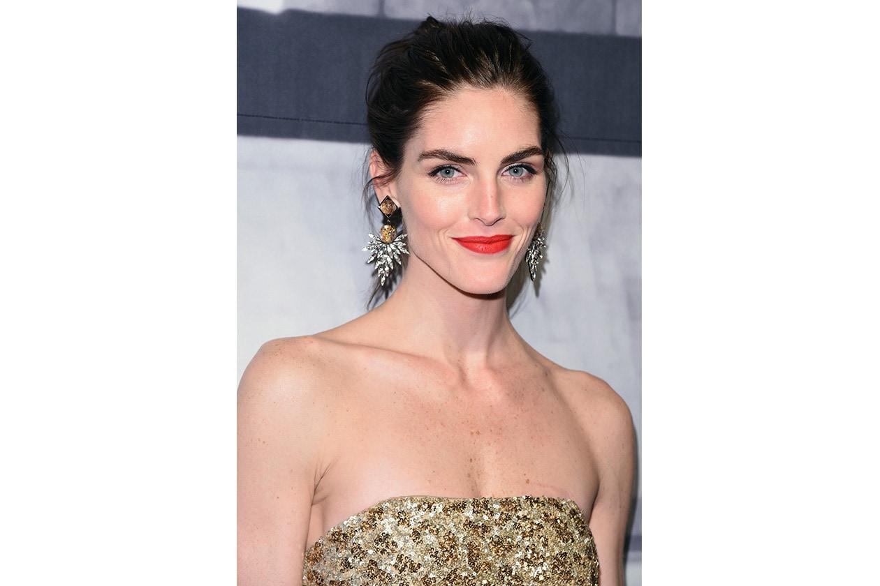 Hilary Rhoda beauty look: labbra red velvet