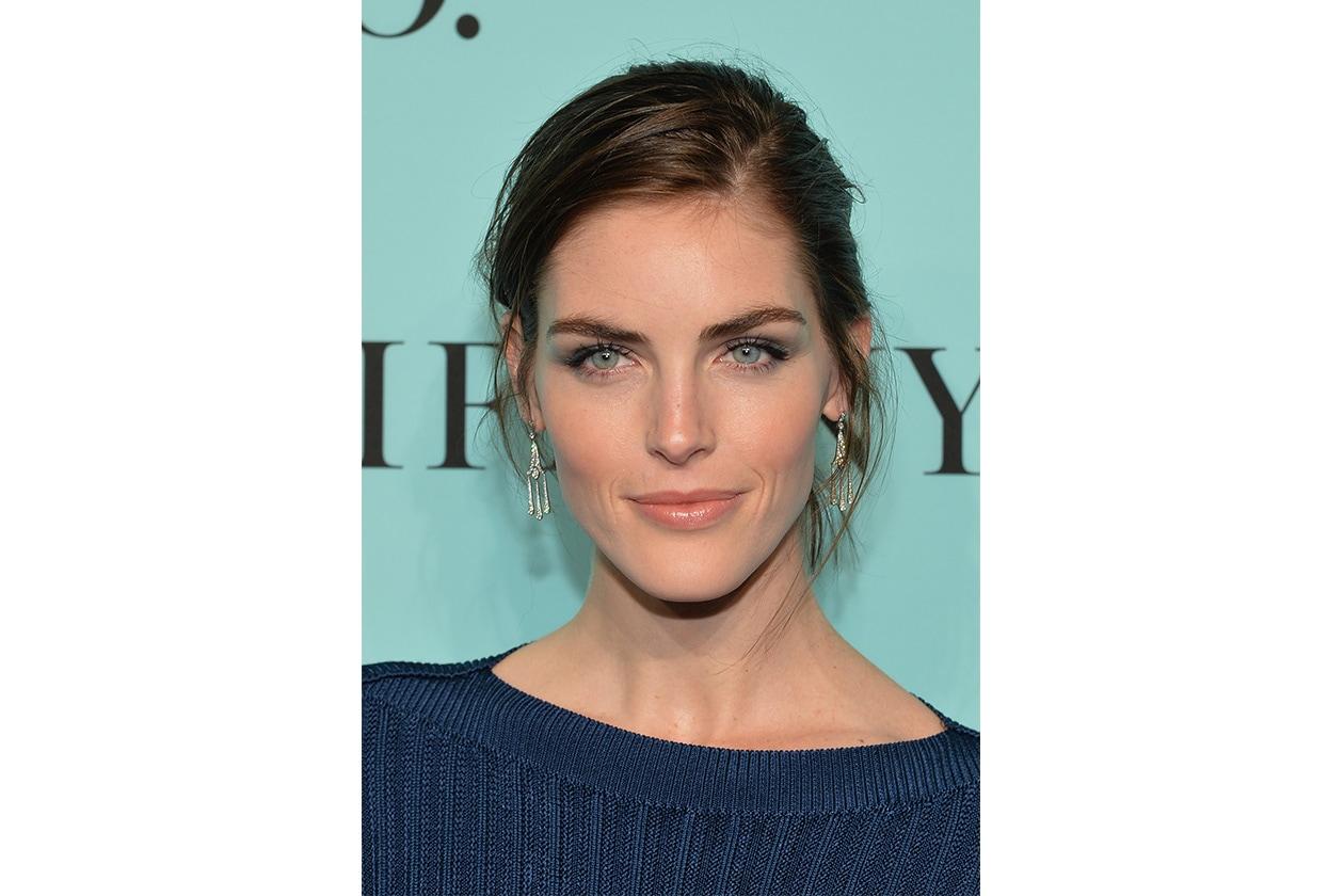 Hilary Rhoda beauty look: taupe smokey eyes