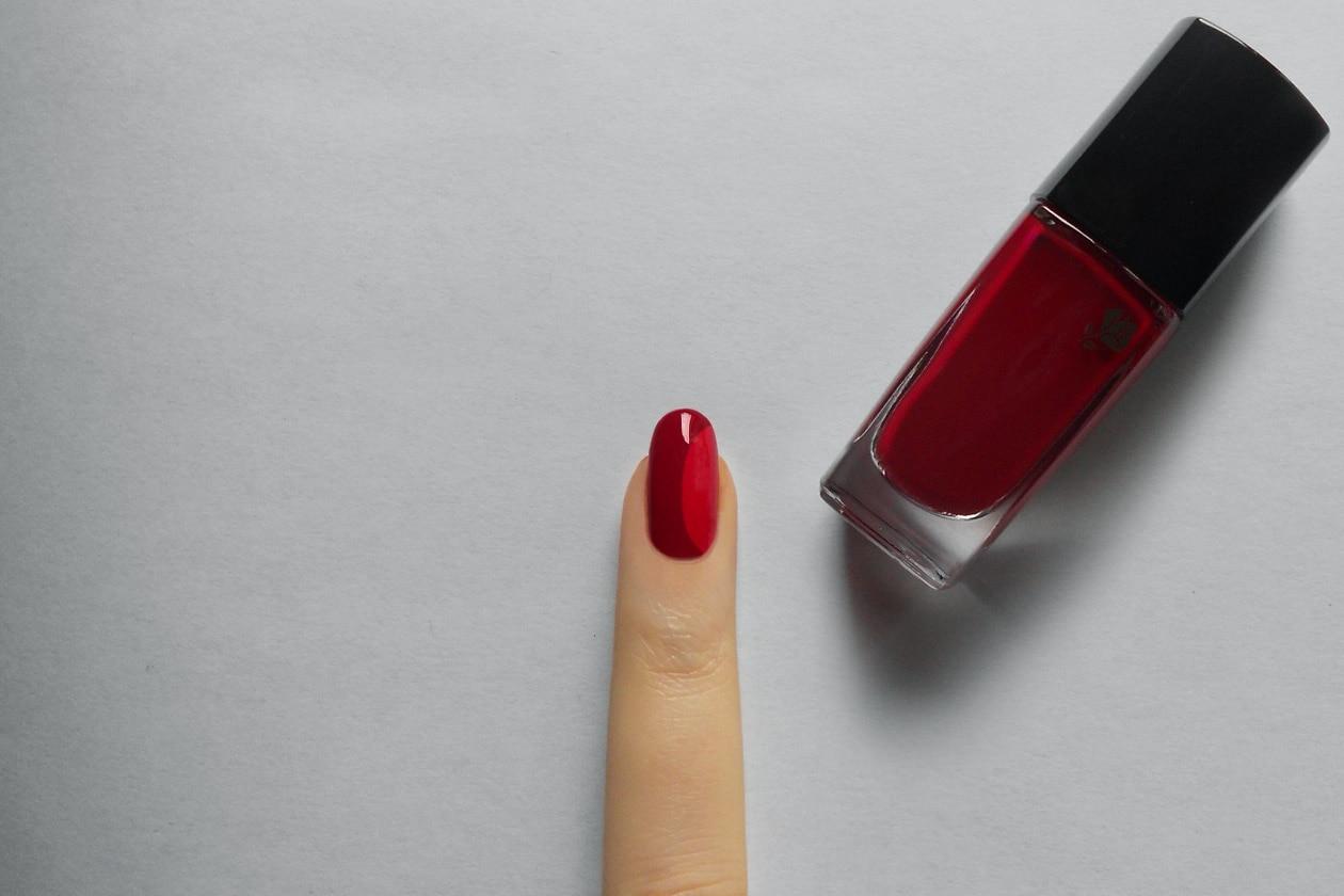 Manicure di San Valentino: nail accent – step 2
