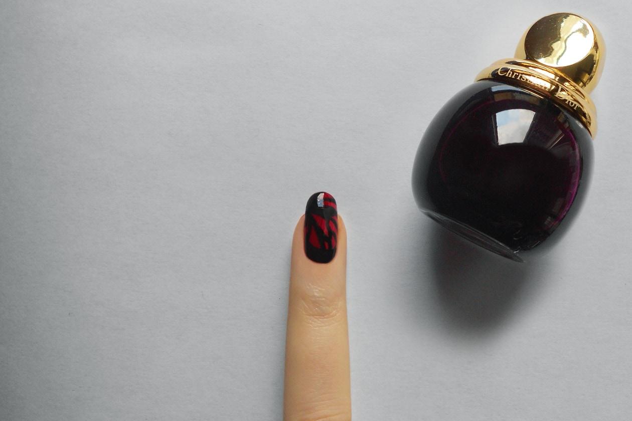 Manicure di San Valentino: nail accent – step 3