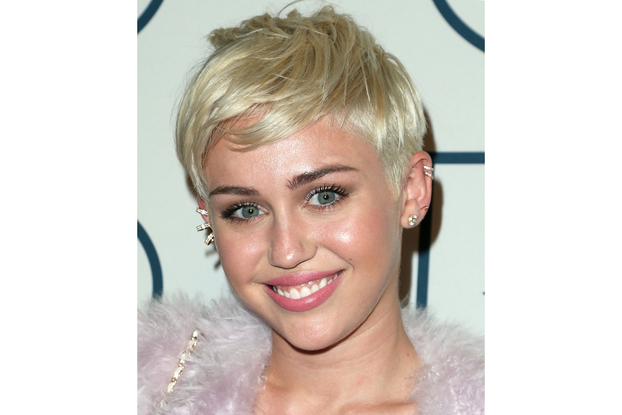 Miley Cyrus get the glowy beauty look