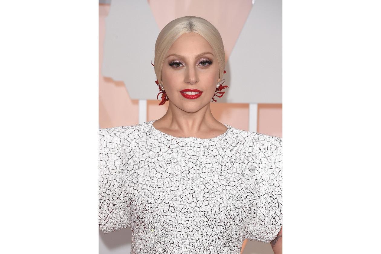 Rossetti per denti più bianchi: Lady Gaga