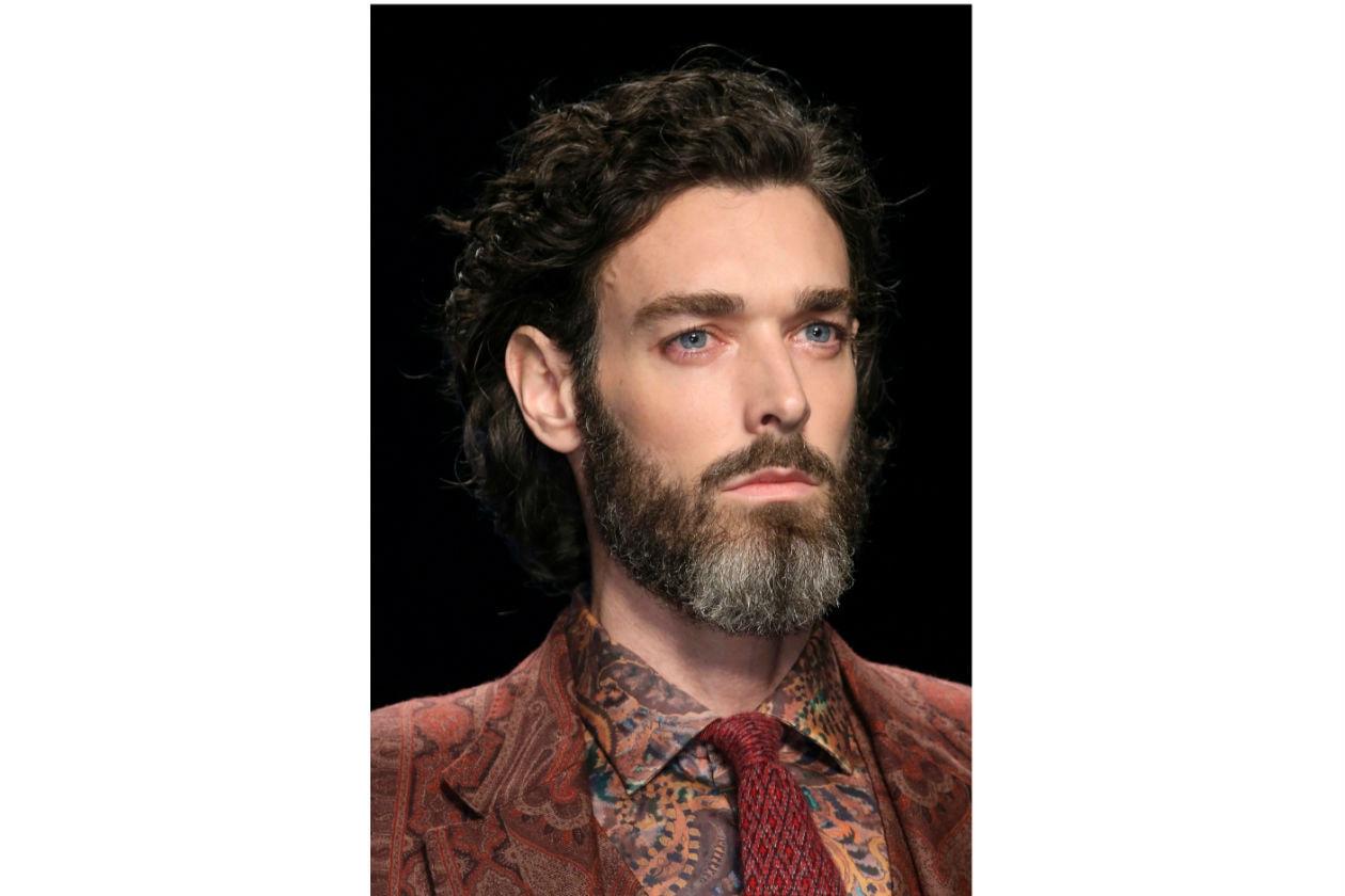 BARBA PIENA: sempre molto trendy, la barba continua a piacere (Etro)