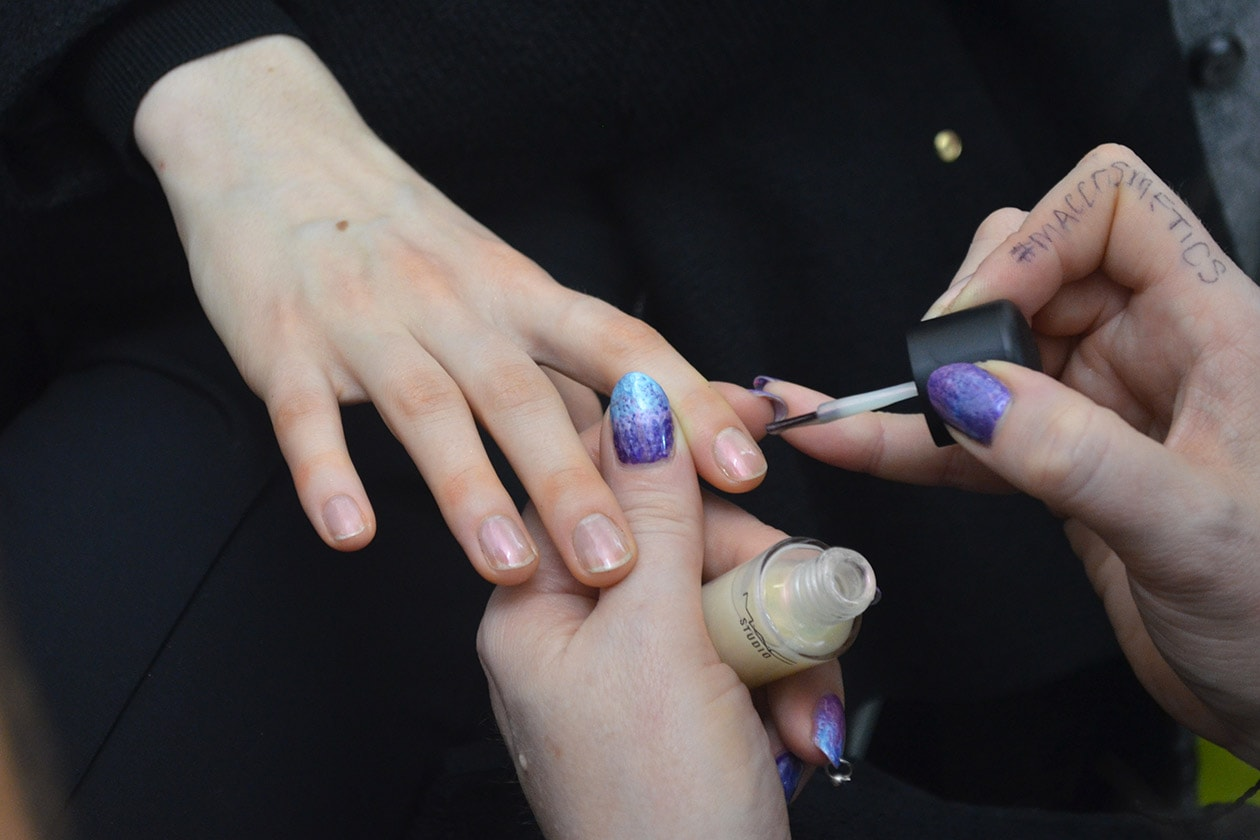 Backstage MSGM A/I 2015-16: effetto madreperla sulle unghie