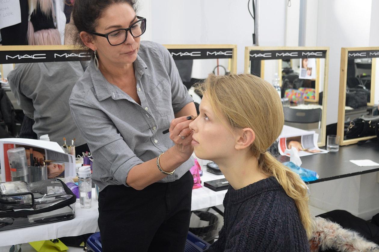 Backstage MSGM A/I 2015-16: la Key Make Up Artist Lisa Butler per MAC Cosmetics