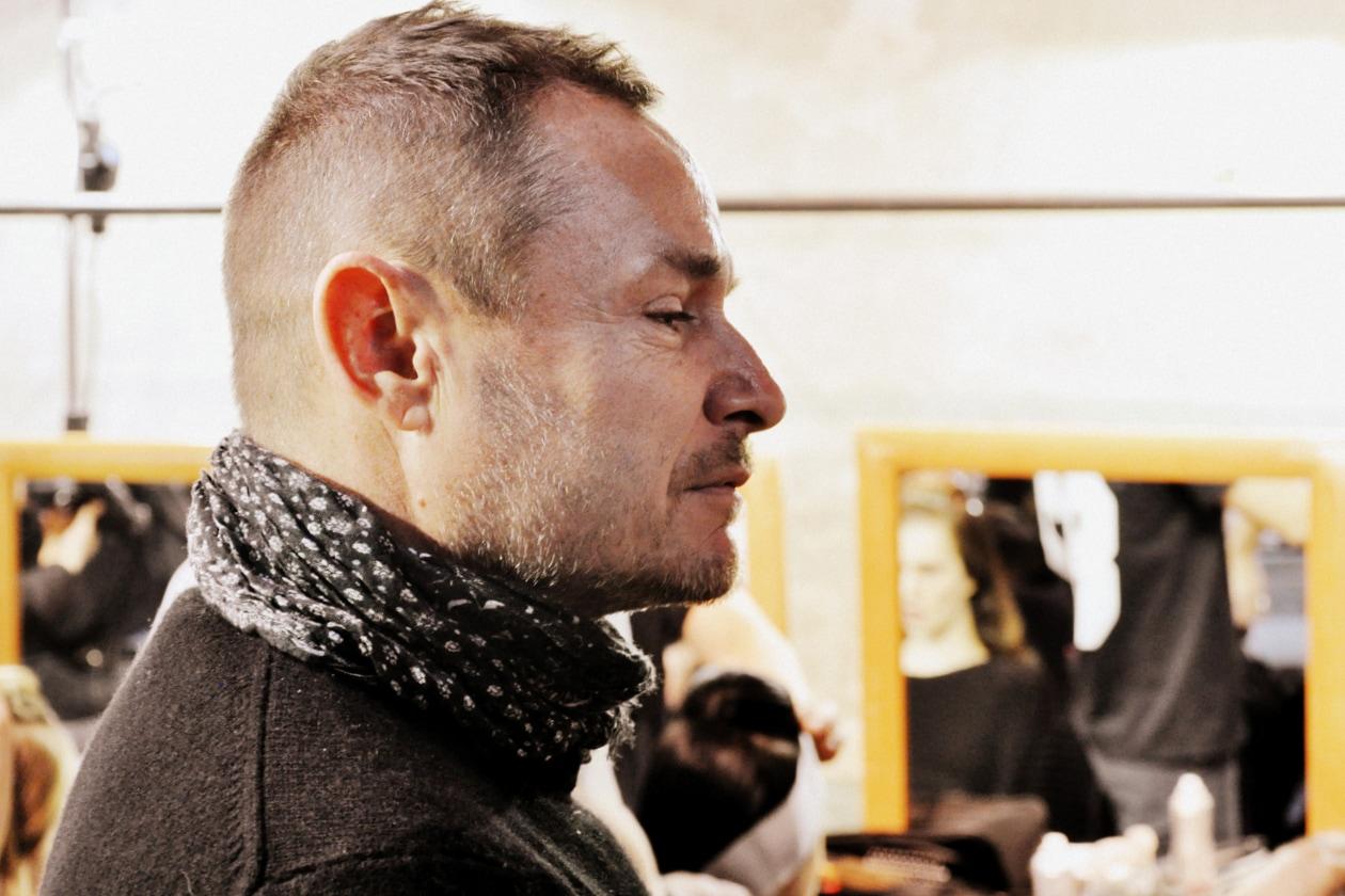Backstage sfilata Antonio Marras: il profilo di Tom Pecheux