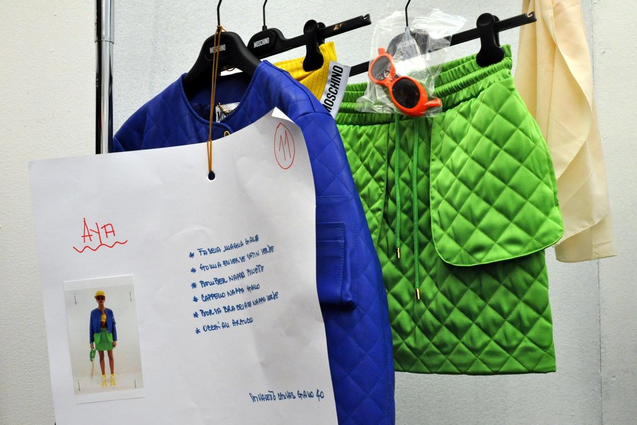 Backstage sfilata Moschino: blu&green