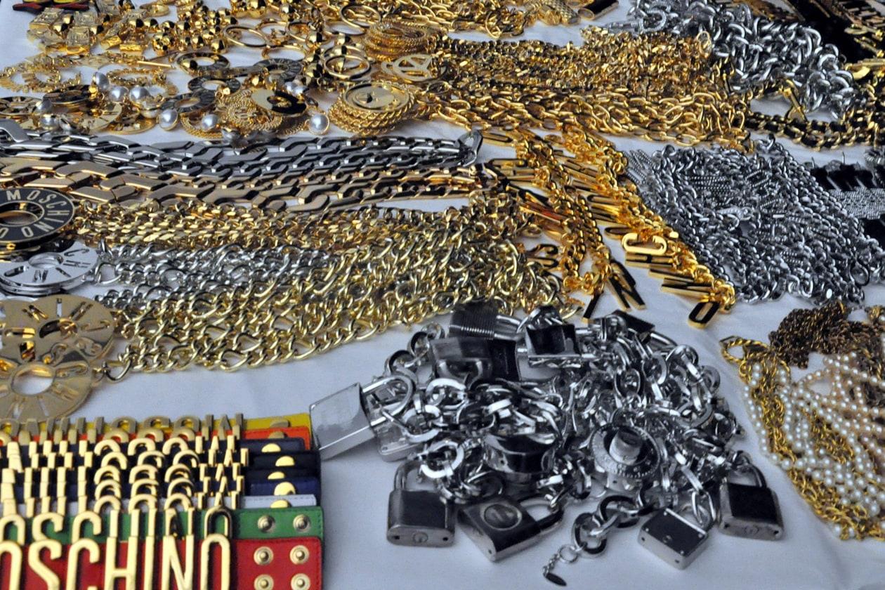 Backstage sfilata Moschino: gli accessori