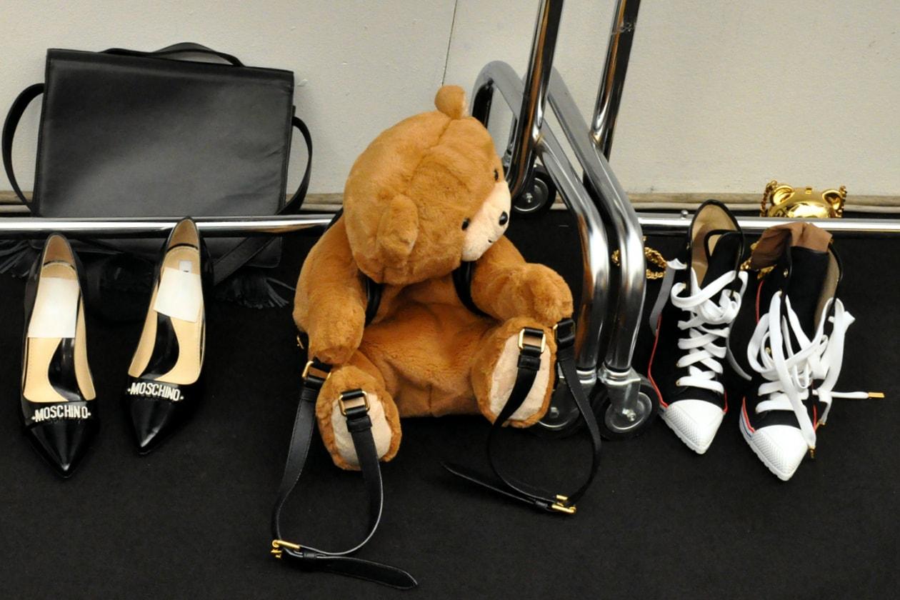 Backstage sfilata Moschino: la mascotte della sfilata