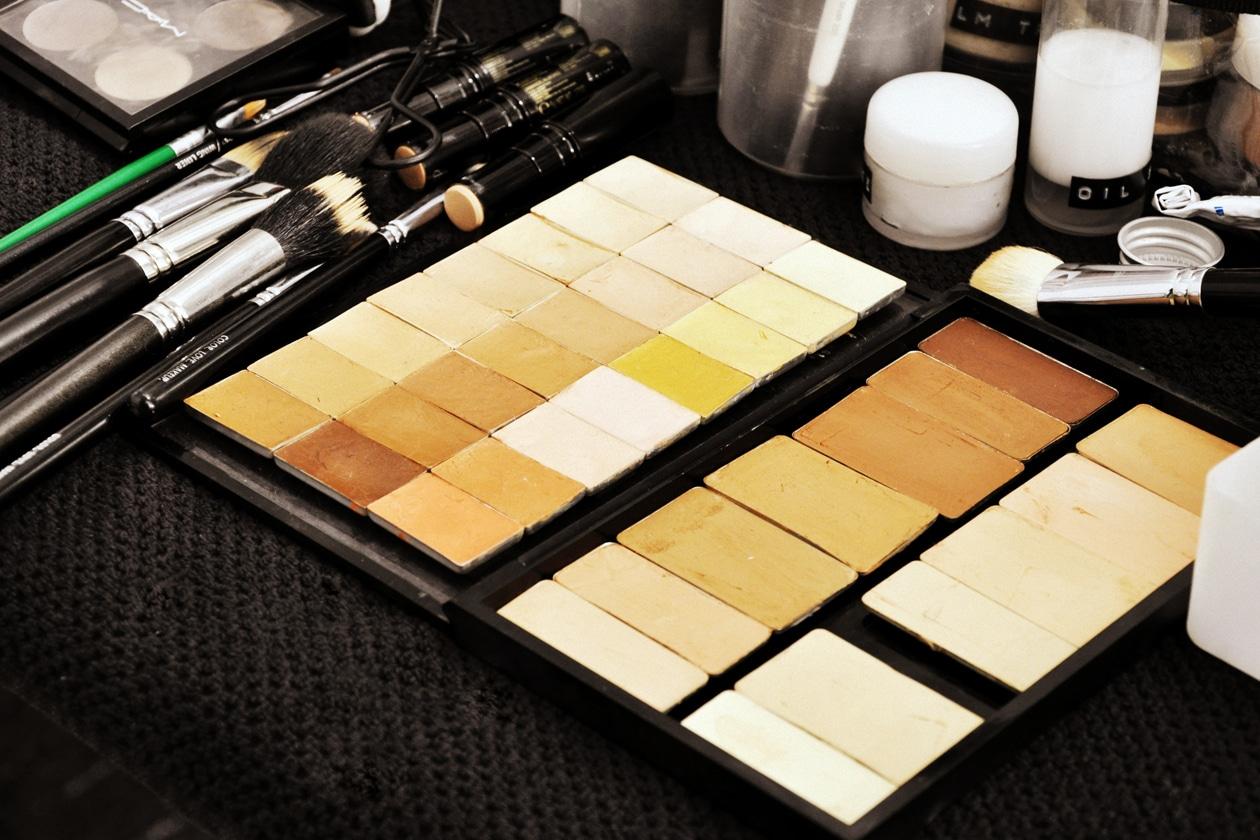 Backstage sfilata Moschino: la palette di correttori
